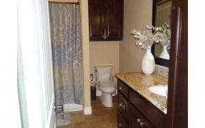Lakehouse rental bathroom
